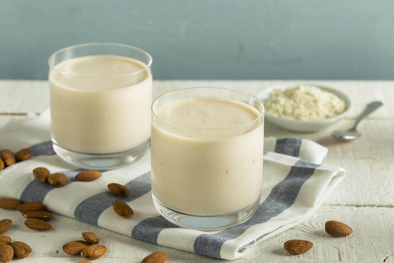 almond-milk-ingredient-711556771